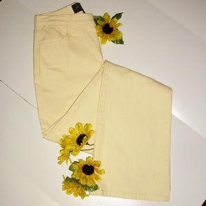 NYDJ Sz 2 Pale Yellow Flared Stretch Jeans
